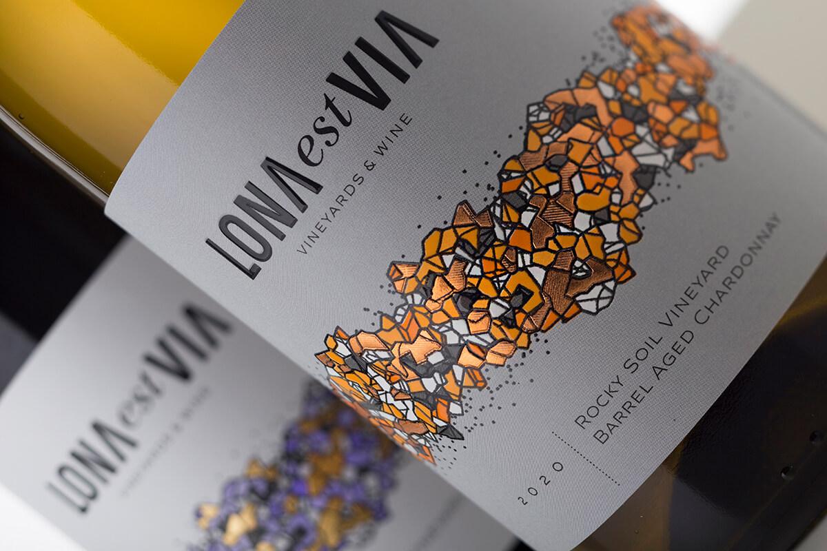 LONA est VIA 无衬线字体设计与包装,让葡萄酒与众不同