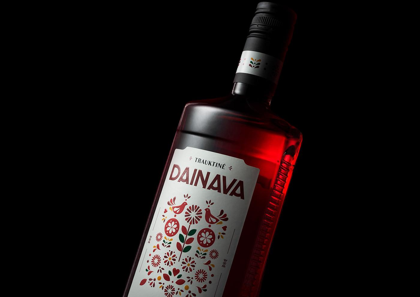DAINAVA TRAUKTINE 葡萄酒包装设计